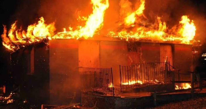 Fire razes shops at plank section of boundary market, Ajegunle in Lagos.