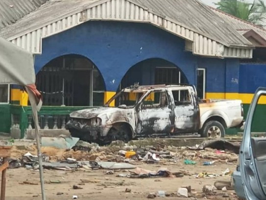 'Tragic' 2 allegedly killed by gunmen, as angry mobs attacked Oyigbo police station (Photos)