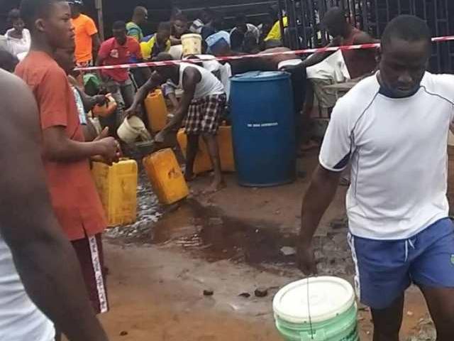'Panic' Residents scoop fuel from fallen tanker in Lagos (Photos)