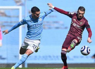 'Devastating' 10-man Leeds beat Man City 2-1