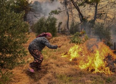 'Natural disaster' People flee popular tourist spots to escape wildfires in Turkey